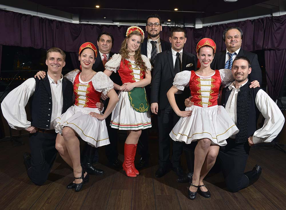 hungarian folklore dancers